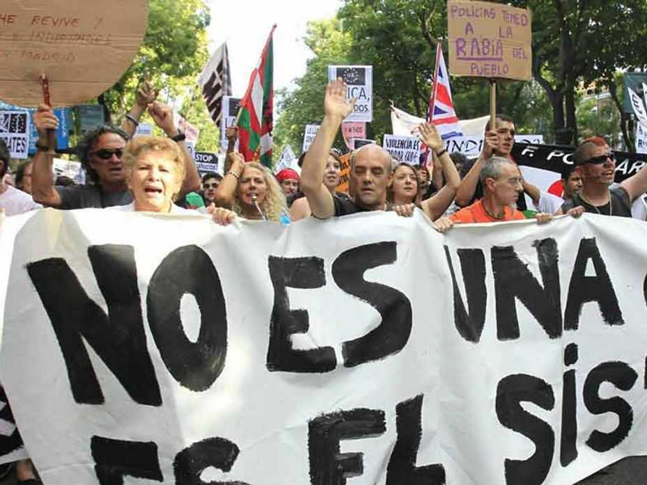 Colombianos en España; Crisis Incentiva a los Colombianos a Volver al País