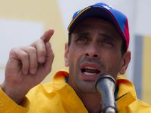 Gobierno venezolano quiere atribuir escasez a las protestas: Capriles