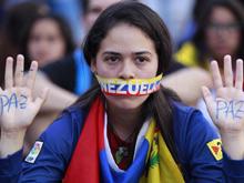 CNN dice que el Gobierno de Venezuela revocó su permisos de trabajo