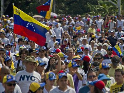 Miles de opositores y chavistas salen a las calles de Venezuela