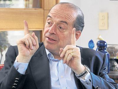 Álvaro Leyva lanza su precandidatura a la Presidencia