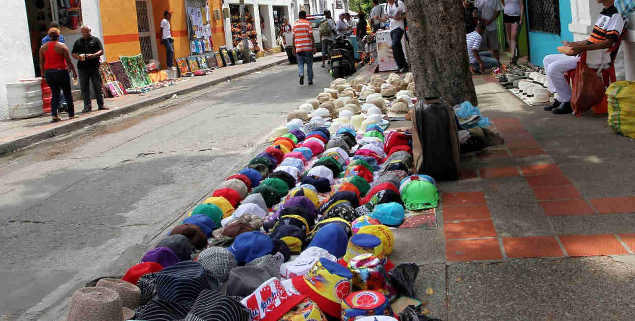 Esta fiesta genera ingresos para muchos que esperan las fiestas para ganar alg�n  dinero extra, ventas de sombreros y dem�s.