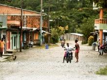 En un pueblo 'sentado' en oro su gente no tiene ni baños