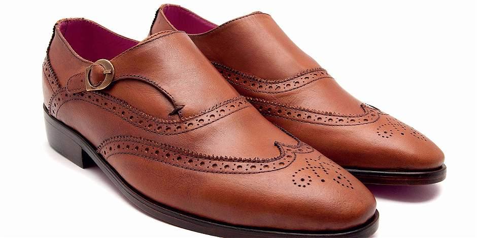 Zapatos de hebilla: la elegancia de los monjes