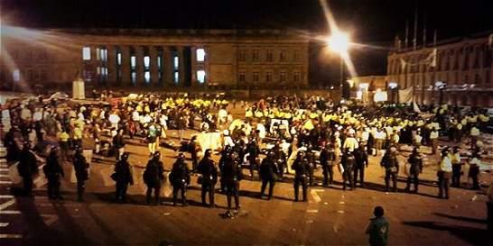 Desplazados dicen que no dejarán la toma de la plaza de Bolívar