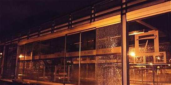 Vándalos atacaron estaciones de TransMilenio