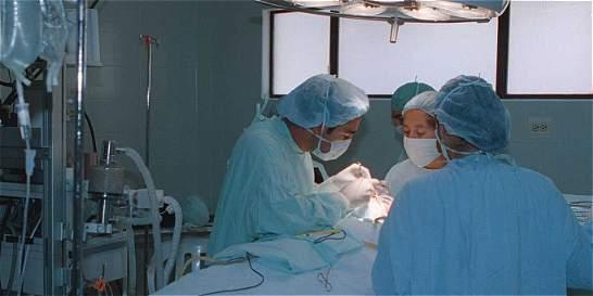 Investigan caso de mujer que murió tras cirugía estética