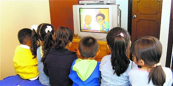 Para un 70 por ciento de padres de familia consultados, la televisión es muy importante en su hogar.