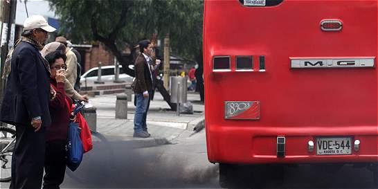 Malestar entre conductores por pico y placa para buses tradicionales