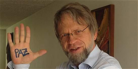 Denuncian robo de computador con datos de marcha convocada por Mockus
