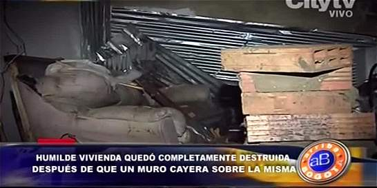 Familia perdió sus pertenencias tras derrumbe de muro de su vivienda