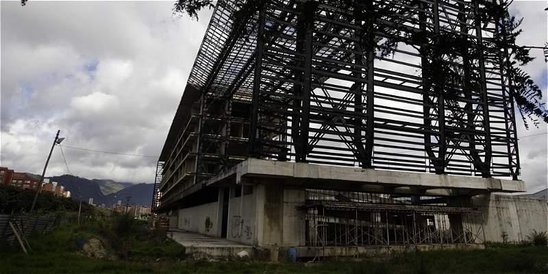 'Top' cinco de las obras de Bogotá que están en el limbo