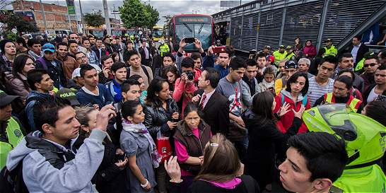 Usuarios de TransMilenio bloquearon la calle 80 con carrera 90