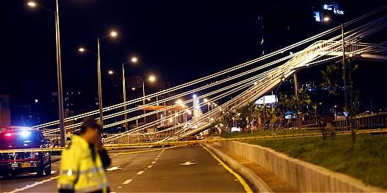 Puente peatonal que colapsó sí es obra de seguridad nacional: Ejército