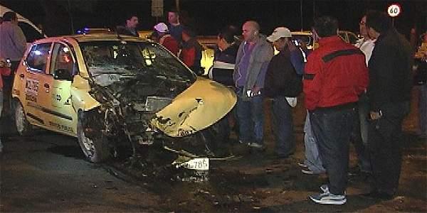Por culpa de los huecos conductores terminaron estrellados en la noche