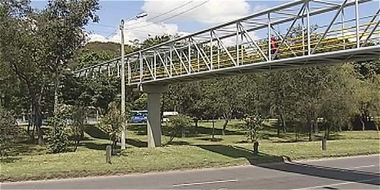 Otro atraco violento en puente peatonal del norte de Bogotá