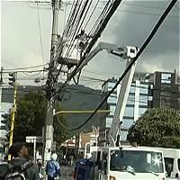 'Marañas' de cables en el espacio público del norte de Bogotá