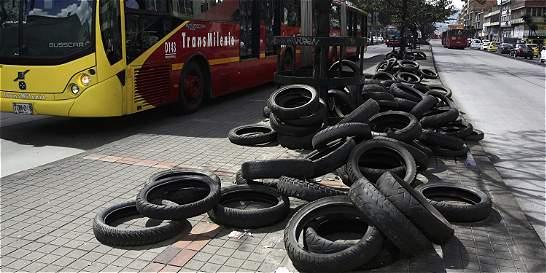 Cada día más de 2.050 llantas terminan invadiendo el espacio público