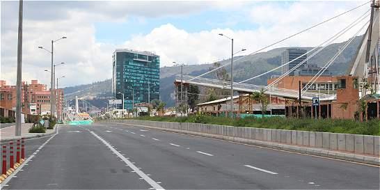 Vía cerrada por caída de puente peatonal se abriría este miércoles