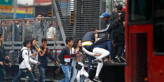 Jóvenes estudiantes enseñarán a no colarse en TransMilenio