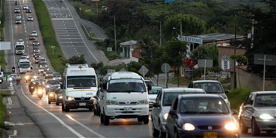Si va a manejar, evite ser víctima de estafas en las carreteras