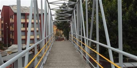 Cambian la cara a 17 puentes peatonales