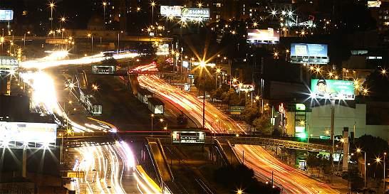En fotos: una mirada a los impactantes destellos de la Bogotá nocturna