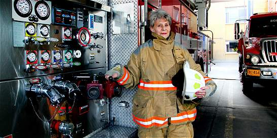 La mujer que lleva 40 años apagando los incendios de Bogotá