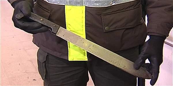 Detuvieron a hombre que iba con un machete en TransMilenio