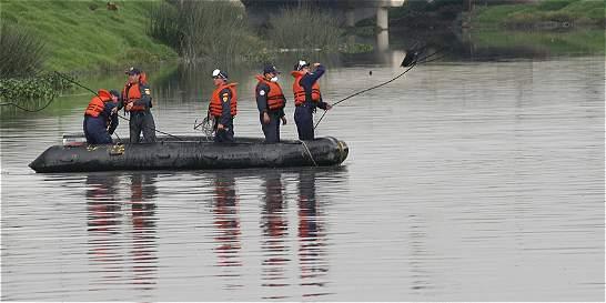 Bomberos buscan rescatar cuerpo de menor en el río Bogotá