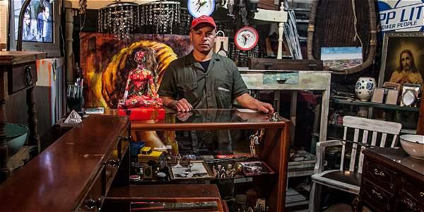 El taller de los mogoll n es una vieja casa de - Muebles el mogollon ...