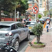 ¿Pueden los escoltas parquear donde quieran?