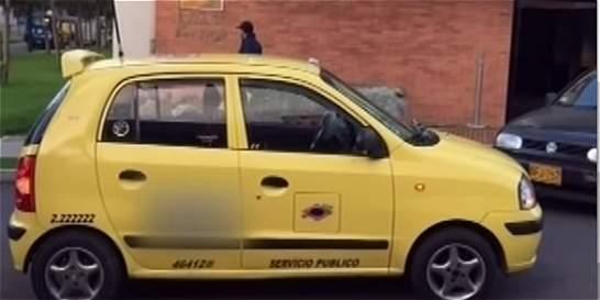 Joven dice que fue robado por conductor al quedarse dormido en su taxi