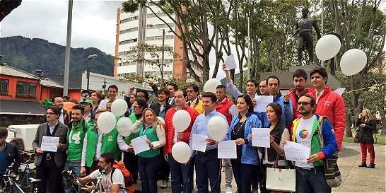 Candidatos firman pacto por la movilidad en Bogotá