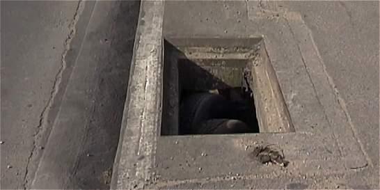 Alcantarillas sin tapas en Fontibón, en la 'Chambonada' de la semana