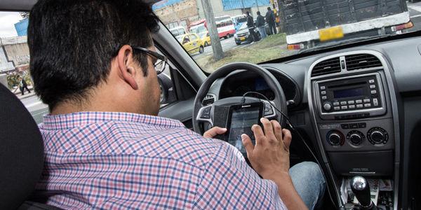 Van 8.000 multas por chatear y hablar por móvil al volante
