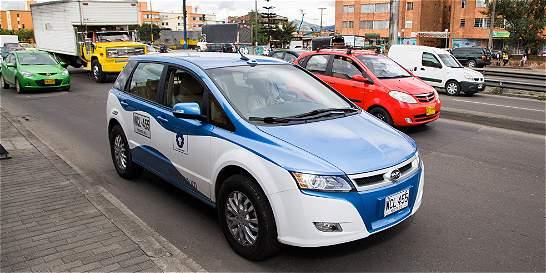 En Bogotá buscan que en ocho años todo taxi sea eléctrico