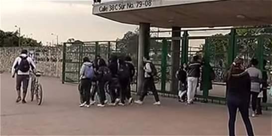 Once estudiantes heridos y cuatro aprehendidos en medio de riña