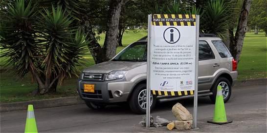 Usuarios critican precios de parqueadero en cementerio Jardines de Paz