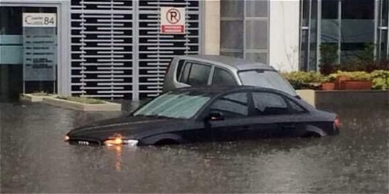 Fuertes lluvias vencen los drenajes del norte de Bogotá