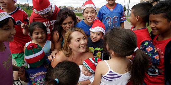 La mamá Noel que consigue regalos para niños a través de Facebook