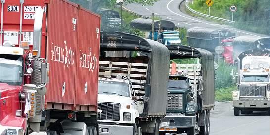 El 73 % de camiones que circulan en Bogotá no pagan impuestos aquí
