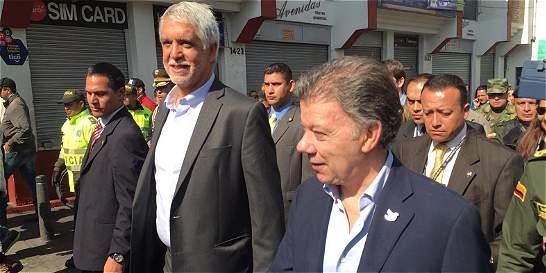 Santos y Peñalosa firman plan para la seguridad en Bogotá