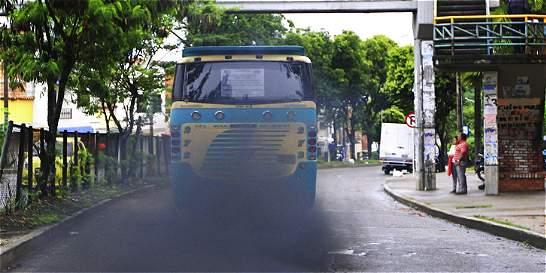 ¿Por fin inmovilizarán los carros y camiones 'chimenea'?