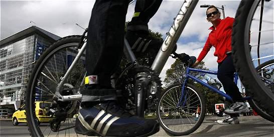 Arme su ruta en bus o bicicleta para el próximo día sin carro
