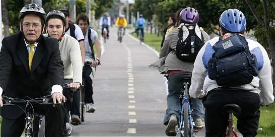 Sitios para parquear bicis y actividades ciclísticas en día sin carro