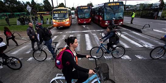 Hoy muévase así en bici, TransMilenio y el SITP