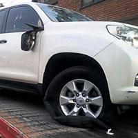 Pelea de taxistas con Uber se sale de control