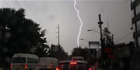 Nueve rayos por minuto cayeron el jueves por la tarde en Bogotá