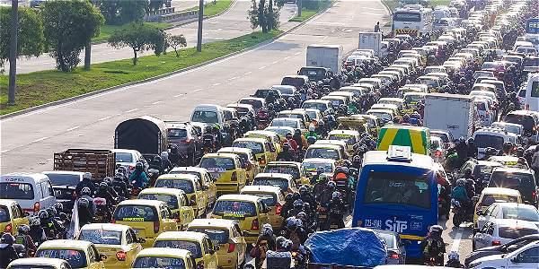 Caos en la Avenida de las Américas por paro de taxistas